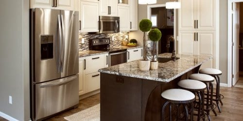 ShowplaceEVO-channing-PG moderate white-edgewater Sp-maple-stain-kitchen-island-granite